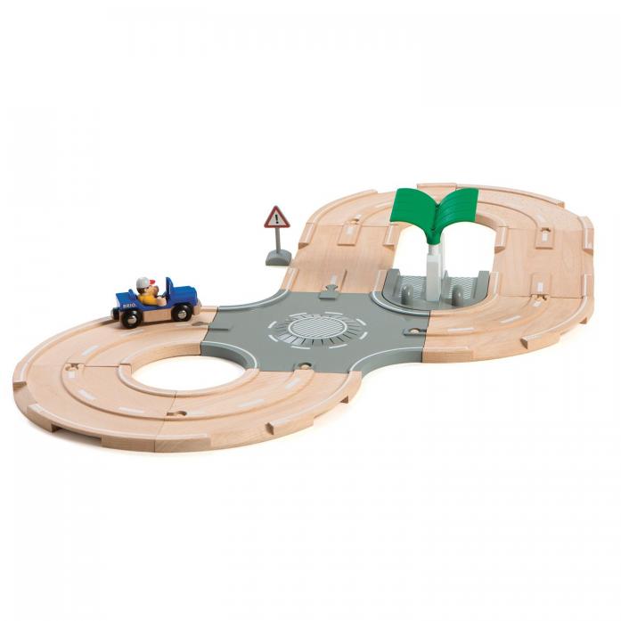 Игровой набор Brio Автодорога с перекрестком и заправкой 33747