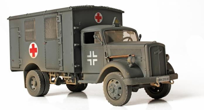 Коллекционная модель Unimax Скорая Помощь 4Х4 Германия 1940 80076