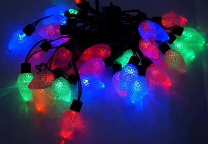 Гирлянда Новогодняя сказка Шишки 30 LED цветное свечение черный провод 971208